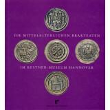 Die mittelalterlichen Brakteaten im Kestner-Museum Hannover, Band 1 und 2 -  Sammlungskatalog 12 und 13